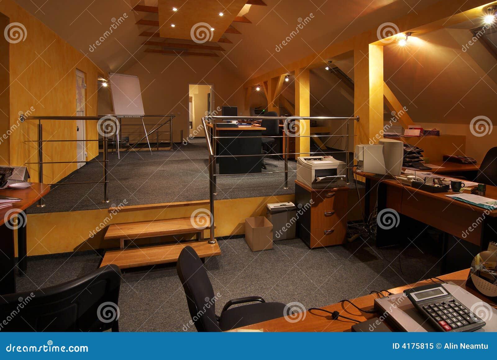 Interior de la oficina foto de archivo libre de regal as for Oficinas bancarias abiertas por la tarde