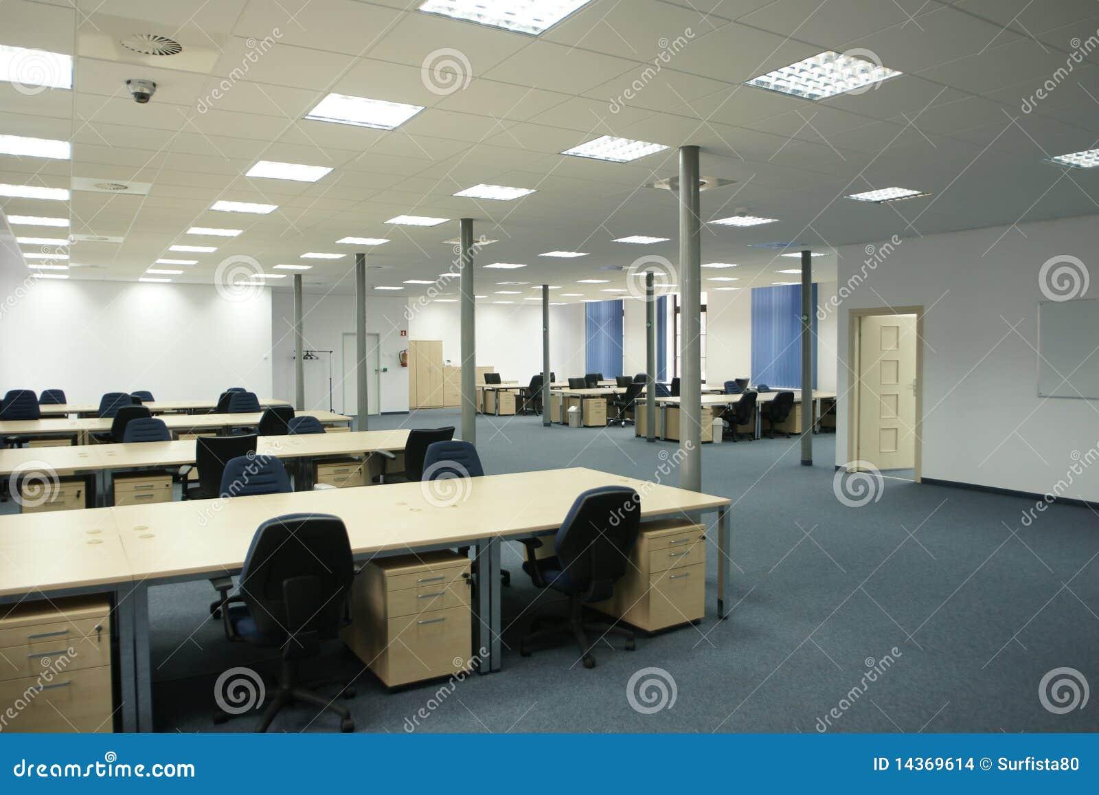 Interior de la oficina oficina vac a moderna del espacio for Interior oficina