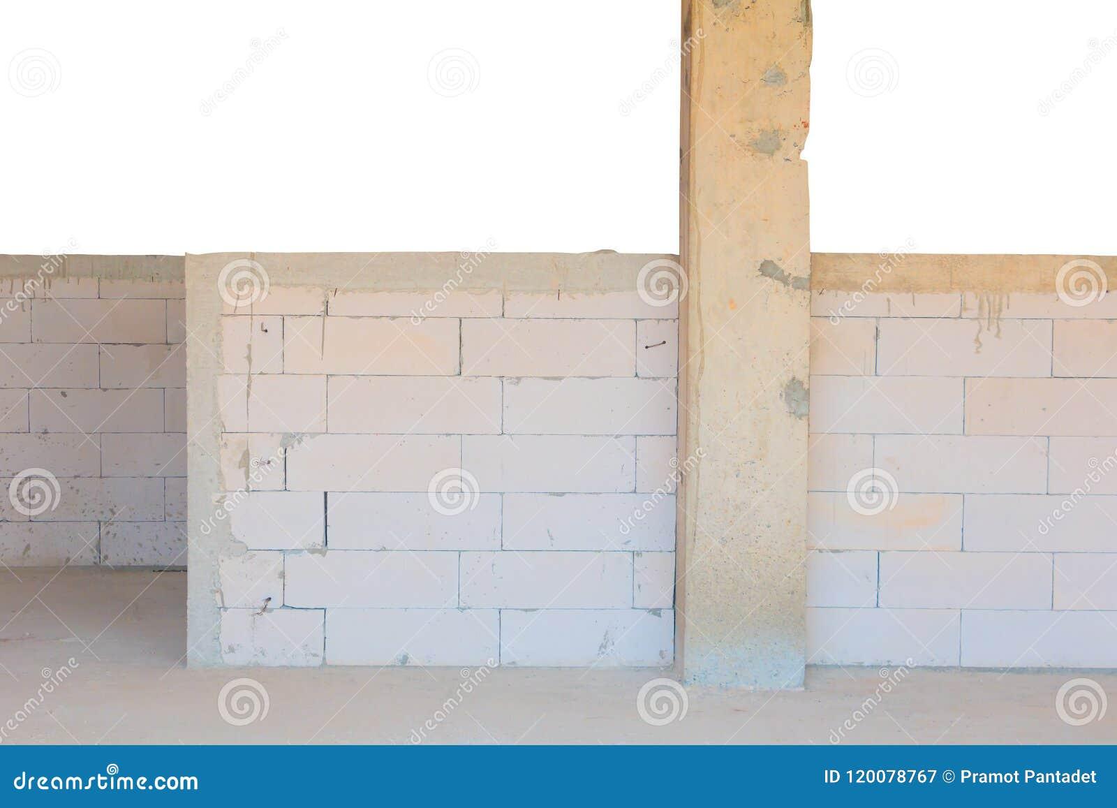 Interior de la pared de ladrillo en la construcción y decoración en el solar aislado en la trayectoria blanca del fondo y de reco