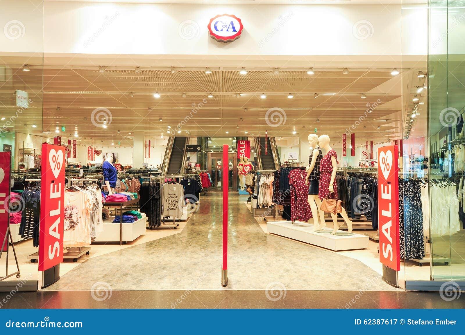 a juego en color mejor selección de 2019 al por mayor Interior De La Tienda De La Ropa De La Moda De C&A ...
