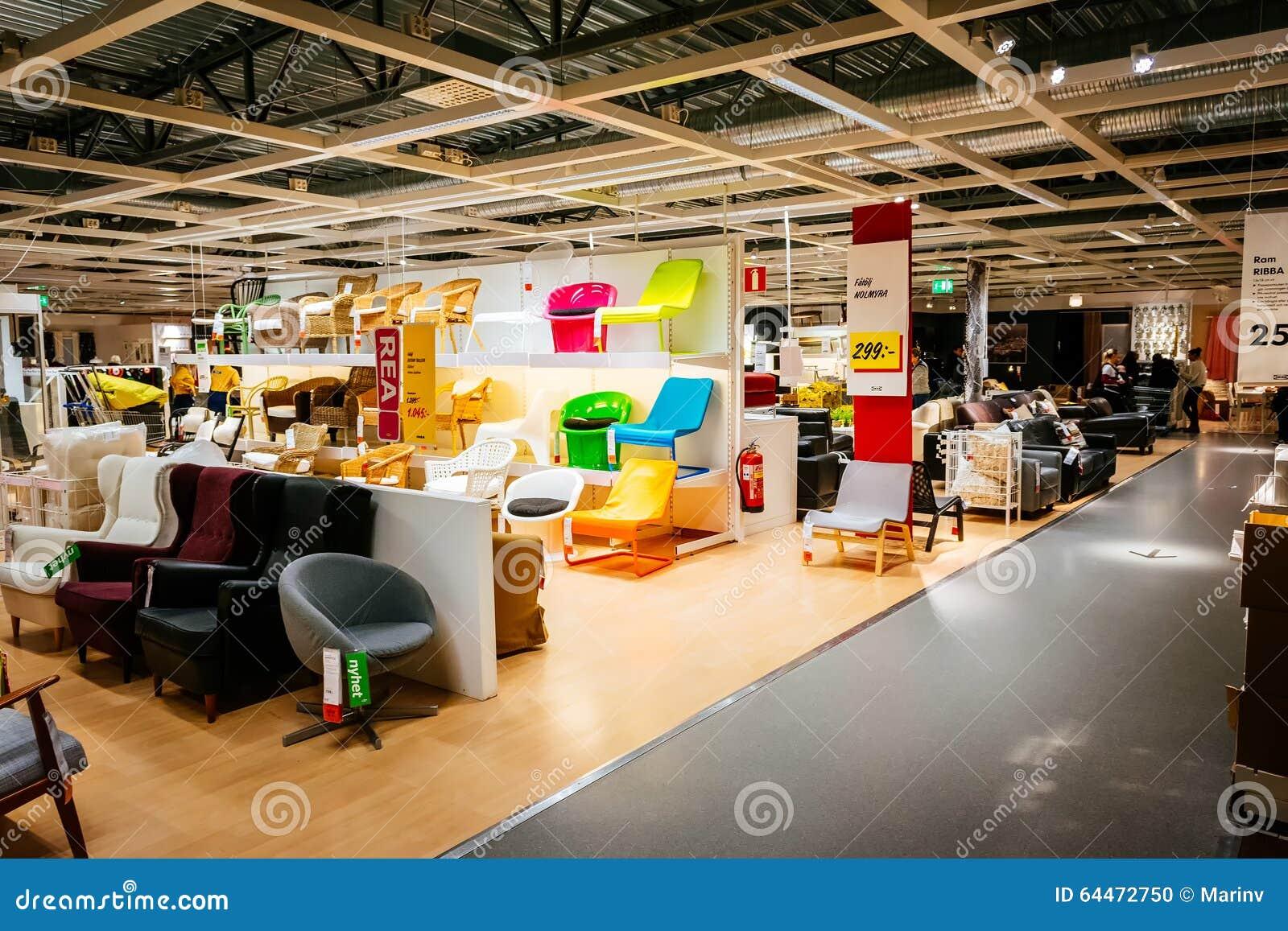 Interior de la tienda grande de ikea con una amplia gama - Todos los productos de ikea ...