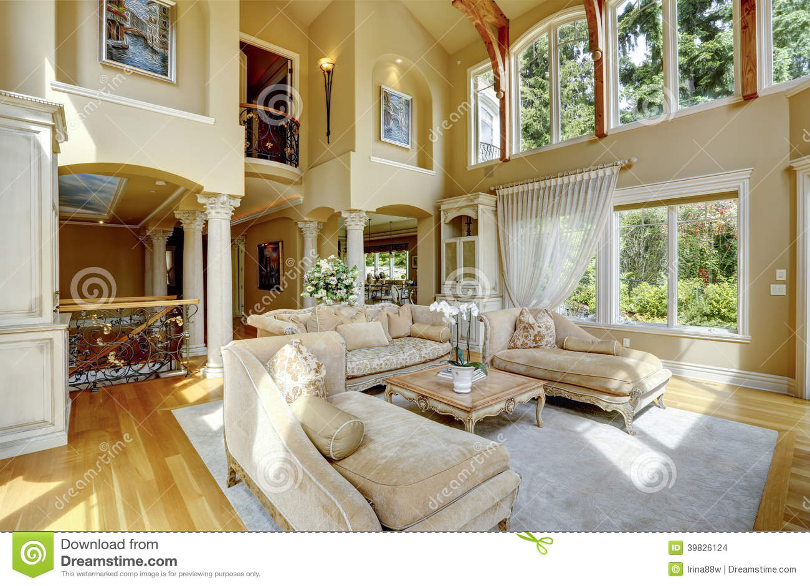 Interior de lujo de la casa sala de estar foto de archivo for Sala de estar de mansiones
