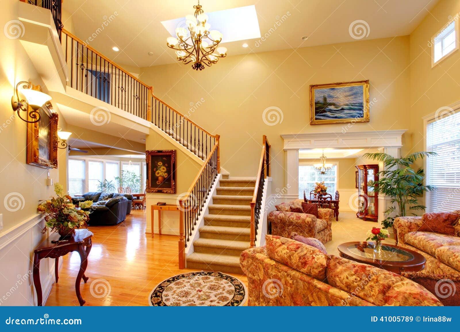 Interior de lujo de la casa sala de estar foto de archivo for Sala de estar lujosa