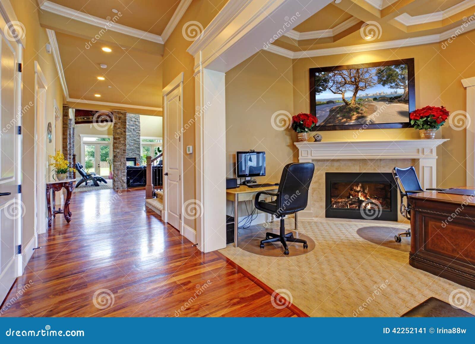 Interior de lujo de la casa vest bulo y sitio de la for Imagenes de oficinas de lujo
