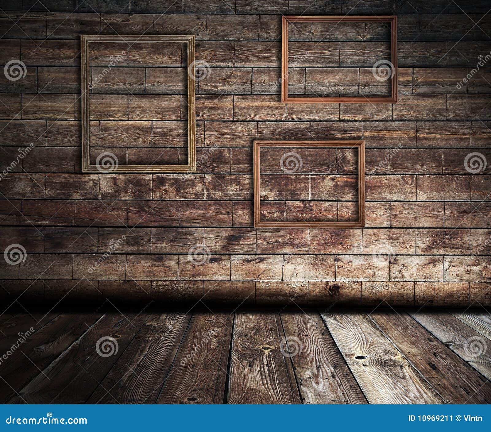 Interior de madera con los marcos