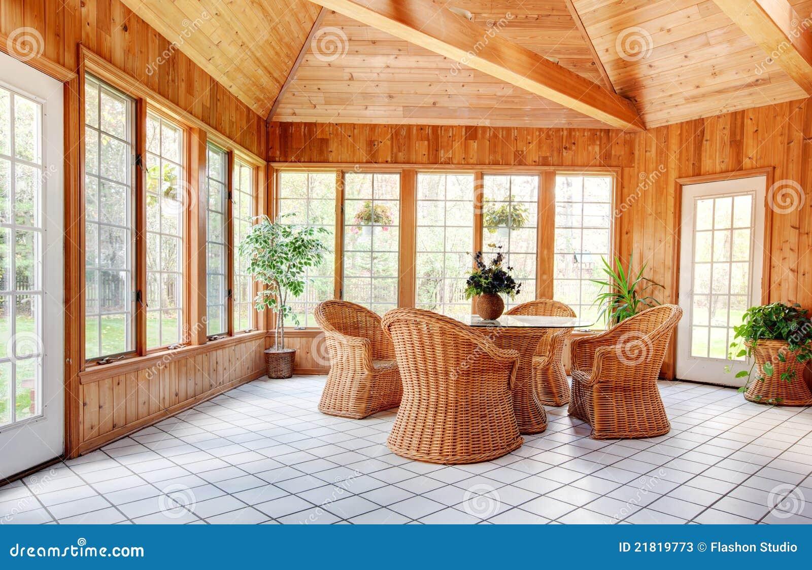 Interior de madera del sitio de Sun de la pared