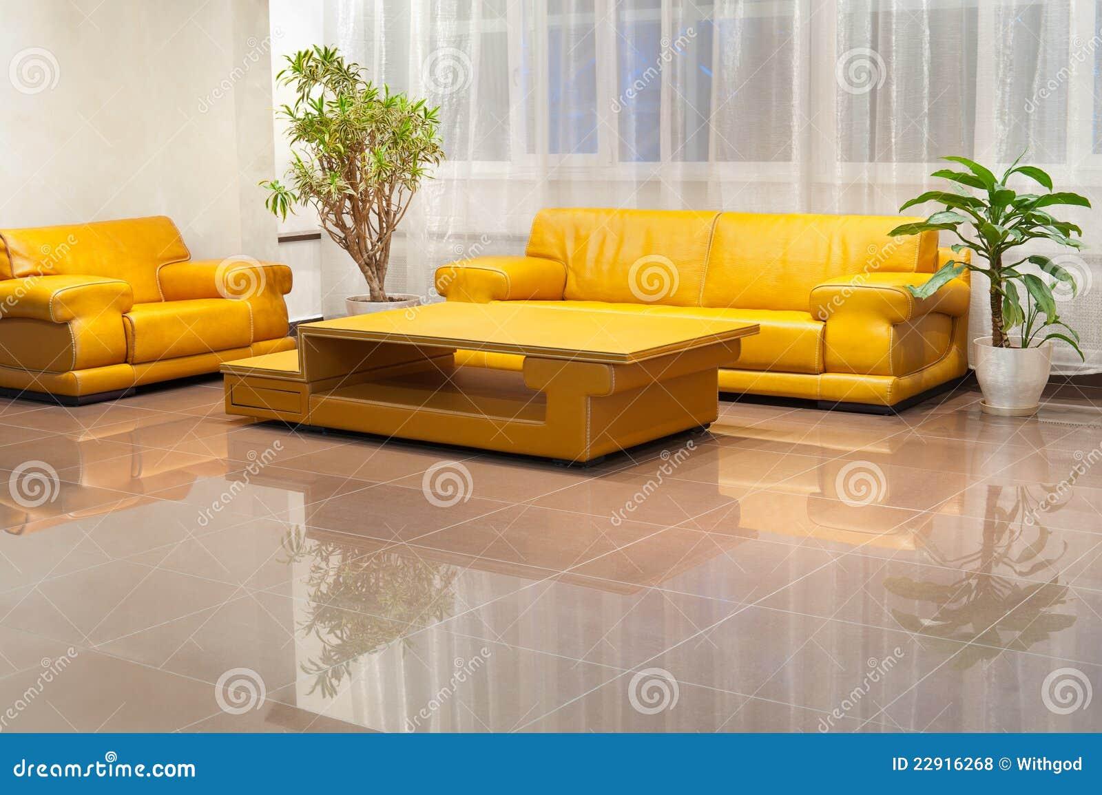 Interior De Pasillo Con Muebles Amarillos Foto De Archivo Imagen  # Muebles Revolucion