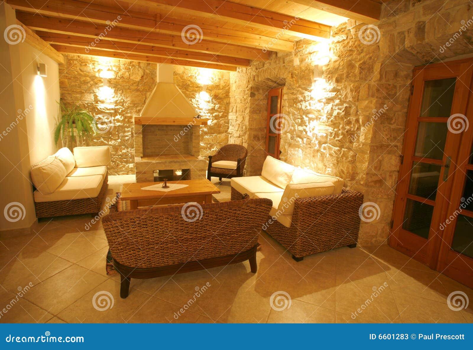 Interior de piedra de lujo del chalet fotos de archivo for Piedra interior