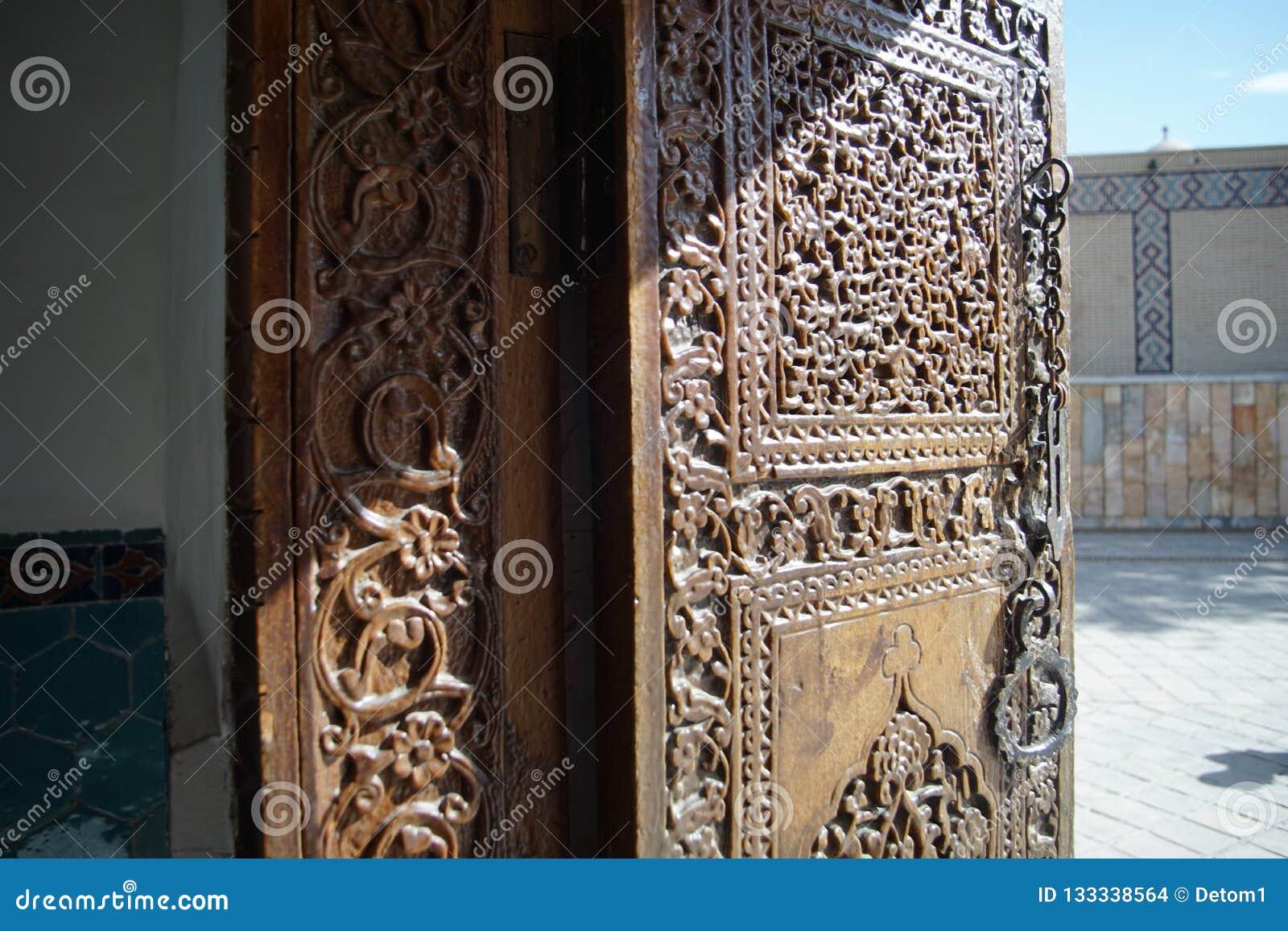 Interior de seda del samarkanda del alminar de la tumba del mausoleo del amira del timura del rastro