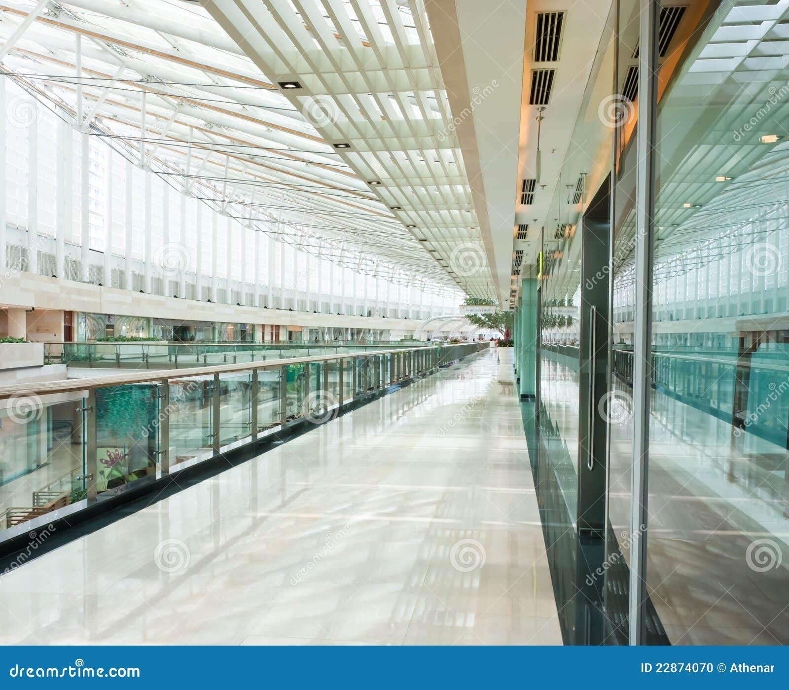 Interior de uma alameda de compra