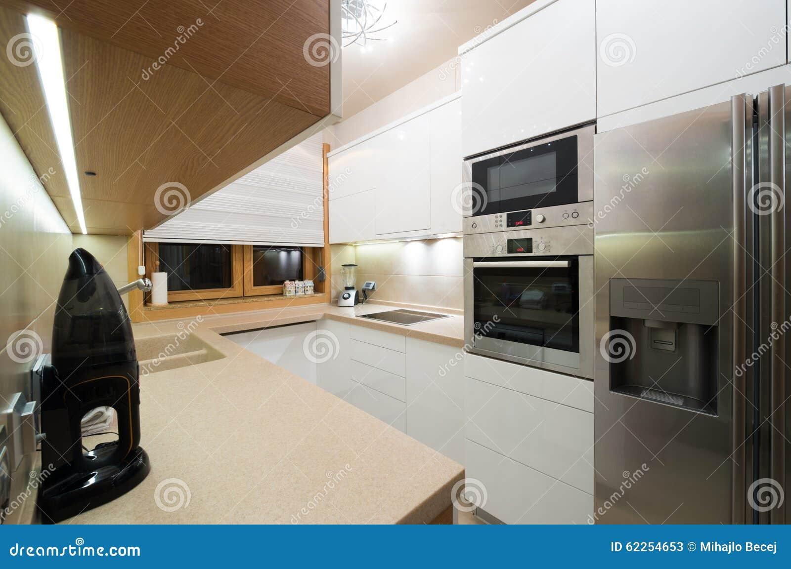 Interior De Uma Cozinha Moderna Pequena Imagem De Stock Imagem De