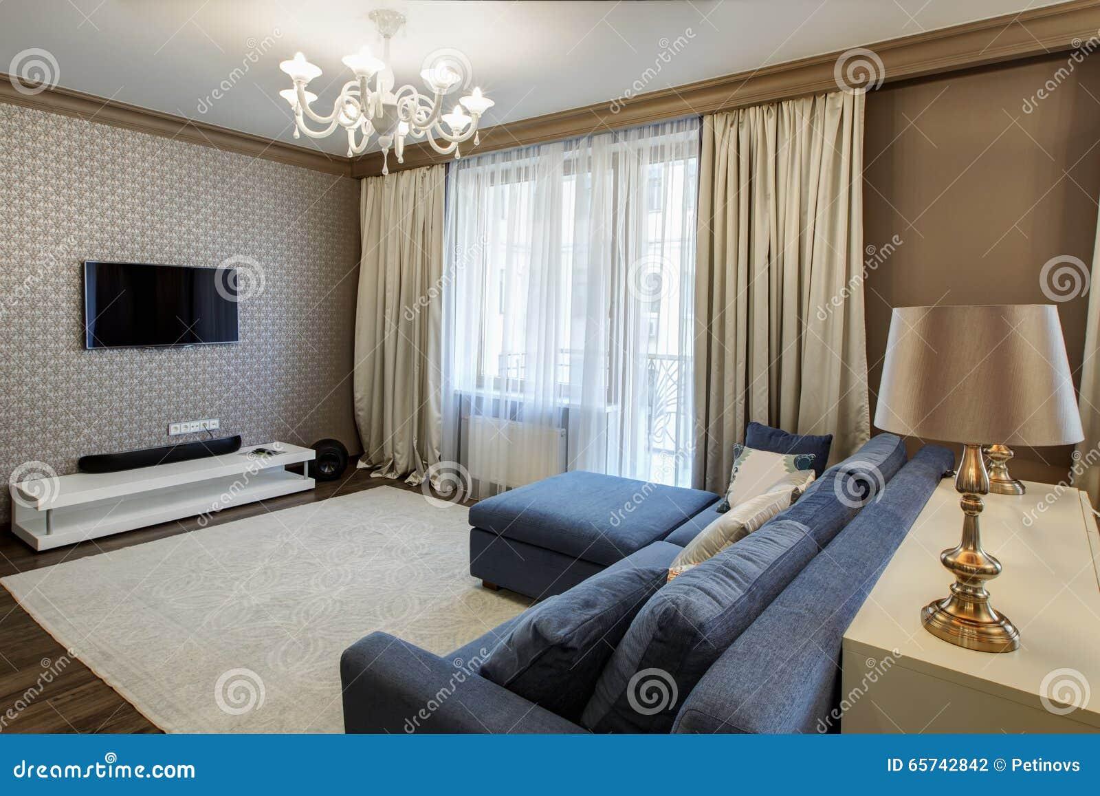 Extremamente Interior De Uma Sala De Visitas Moderna Com Sofá Azul Foto de  AJ58