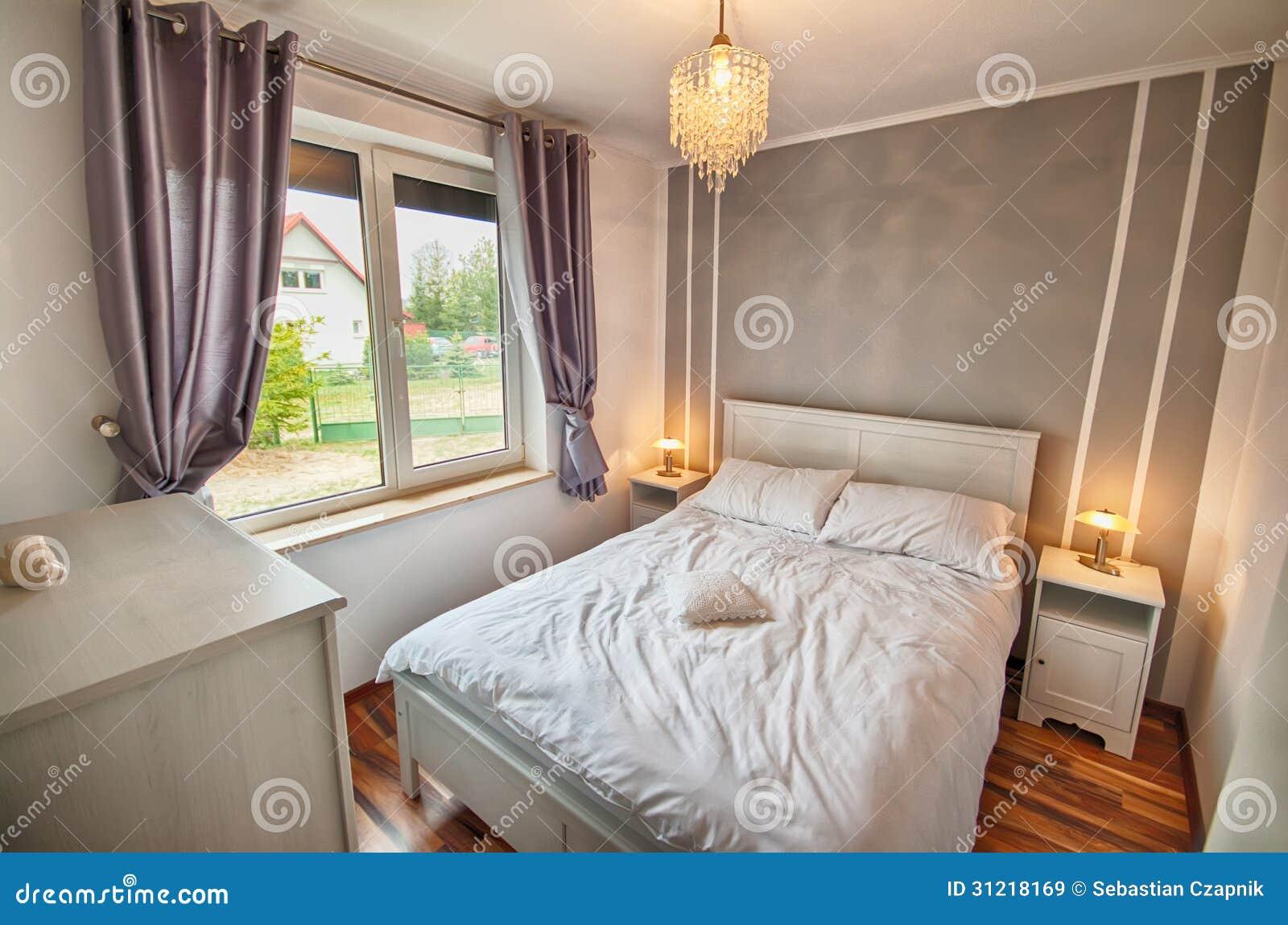 Interior de un dormitorio del hogar del país.