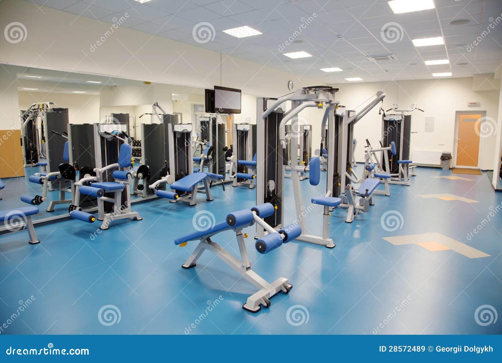 Interior de un gimnasio moderno im genes de archivo libres for Gimnasio moderno