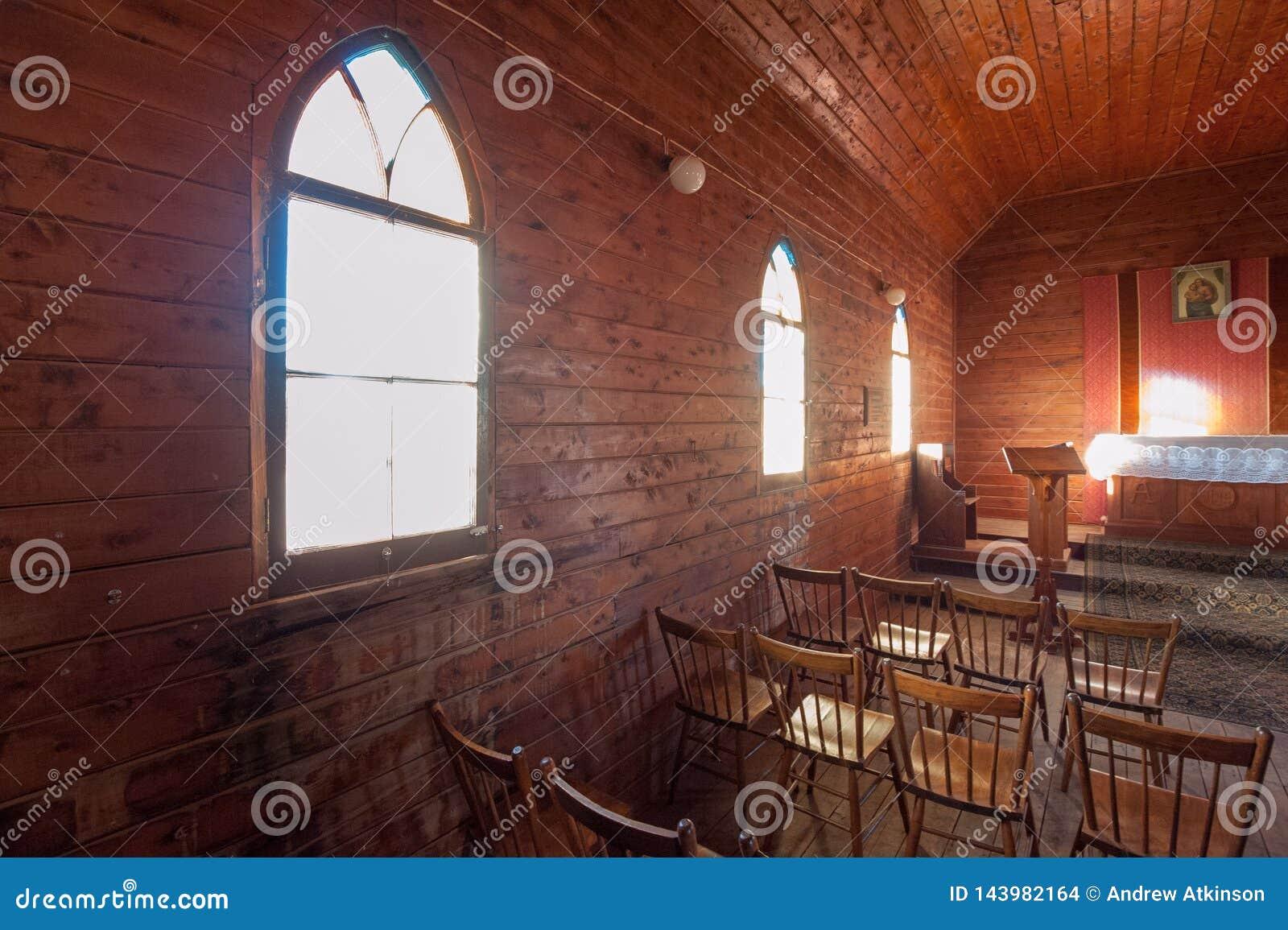 Interior de una pequeña Iglesia Anglicana en la ciudad de Cumborah