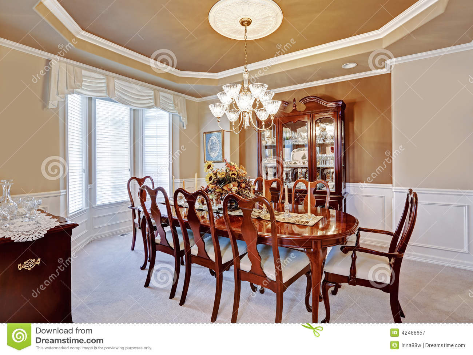 Interior Del Comedor En Casa De Lujo Imagen de archivo - Imagen de ...