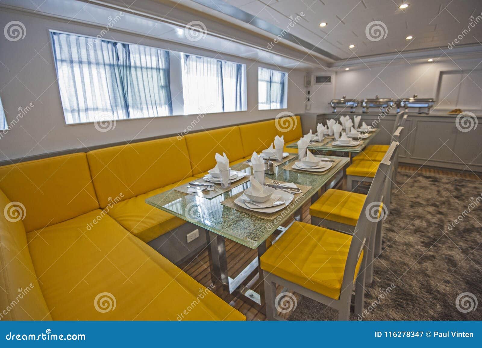 Salon Comedor Grande.Interior Del Comedor Grande Del Salon Del Yate De Lujo Del