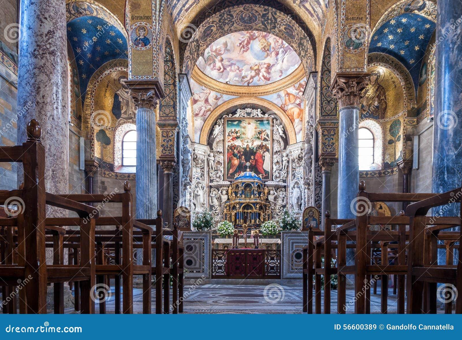 Interior del dell famoso Ammiraglio de Santa Maria de la iglesia
