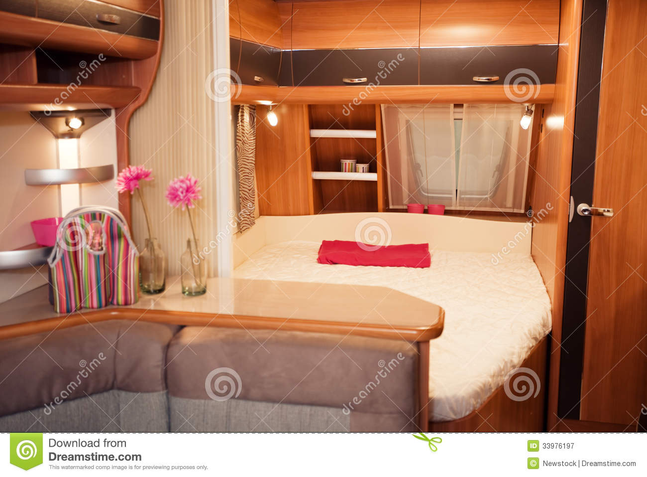 interior del dormitorio de la caravana imagen de archivo imagen 33976197. Black Bedroom Furniture Sets. Home Design Ideas
