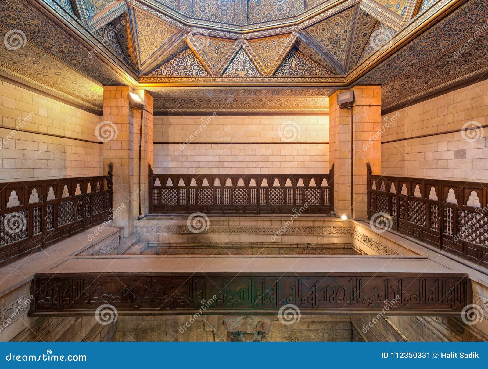 Interior del edificio del Nilometer, un dispositivo egipcio antiguo de la medida del agua