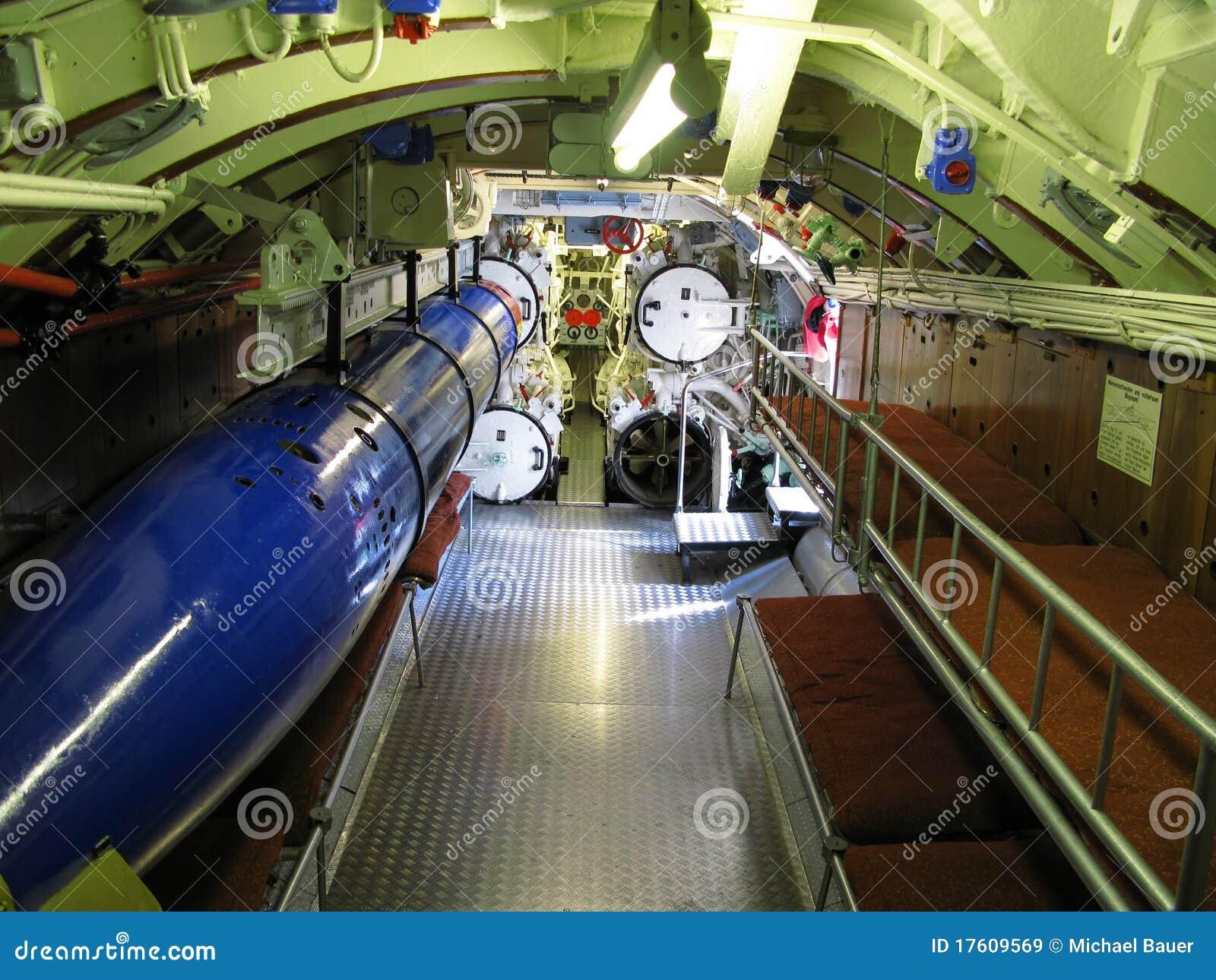 interior del submarino viejo
