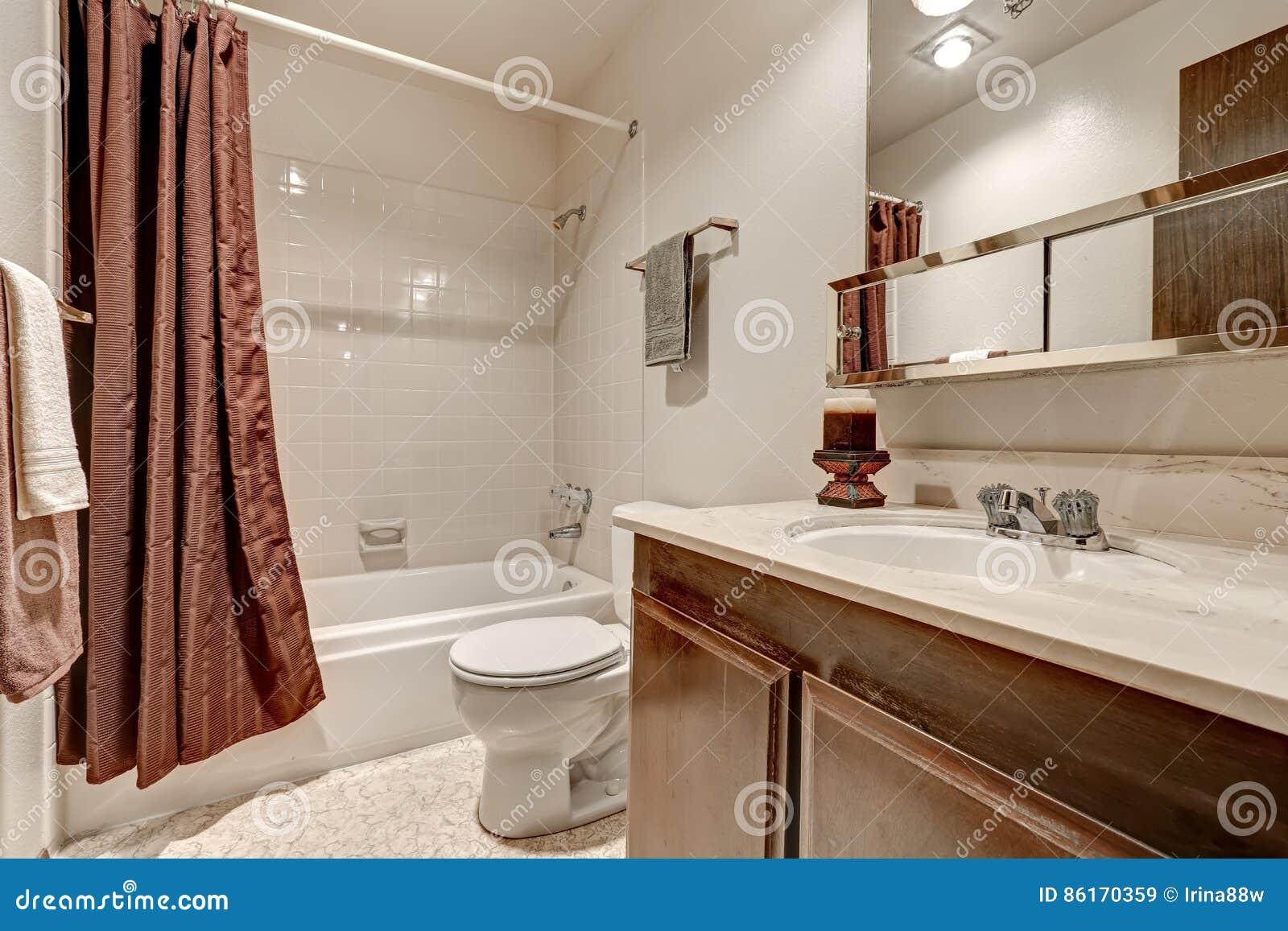 Design Bagno Due : Interior design del bagno di due toni in appartamento immagine stock