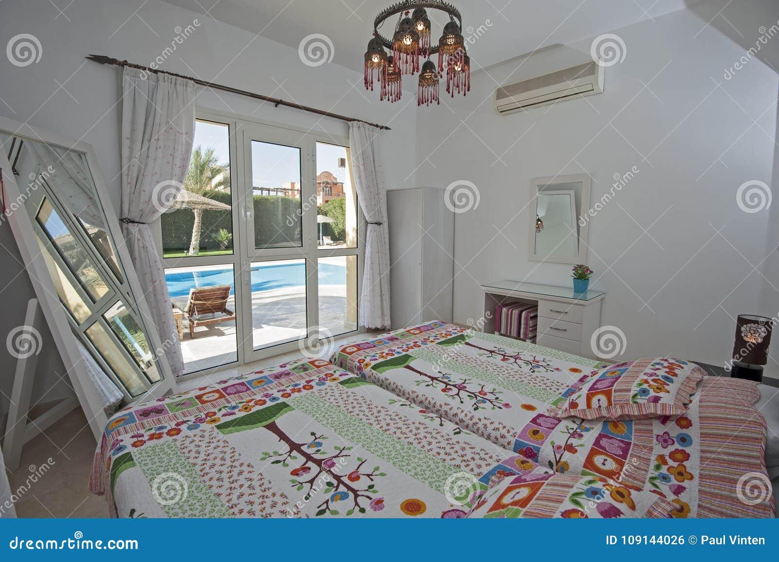 Interior Design Della Camera Da Letto In Villa Con La ...