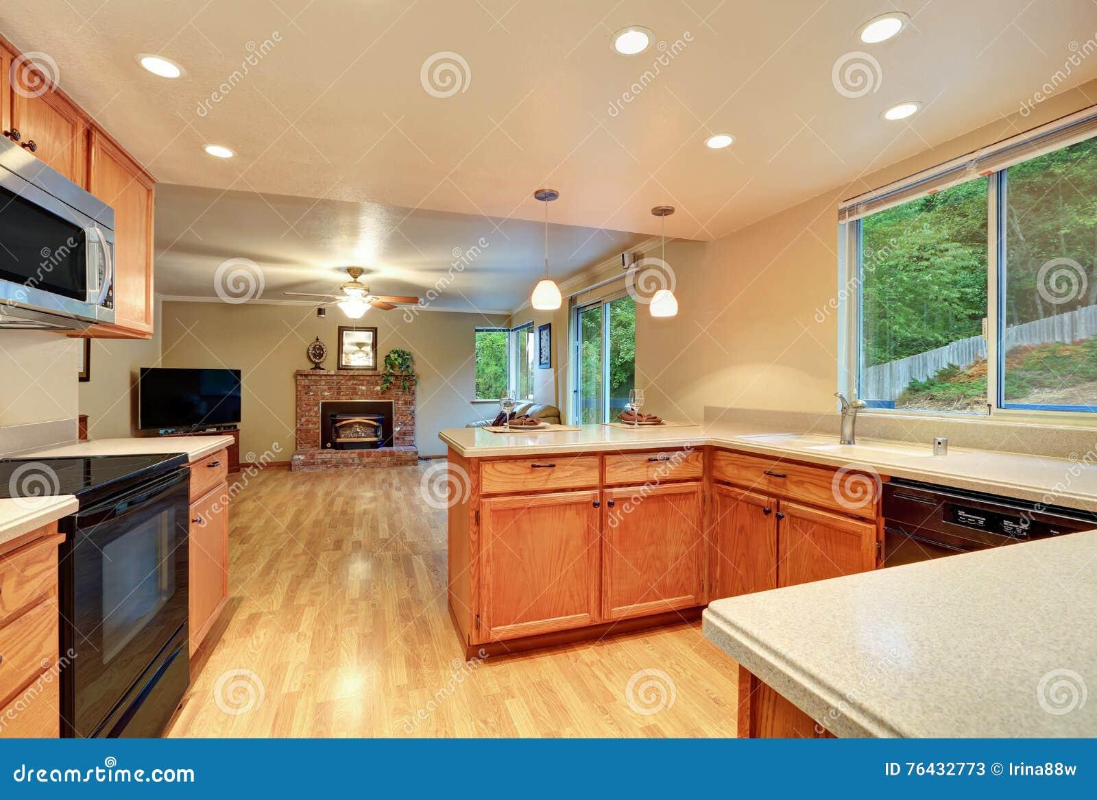 interior design della stanza piacevole della cucina con la