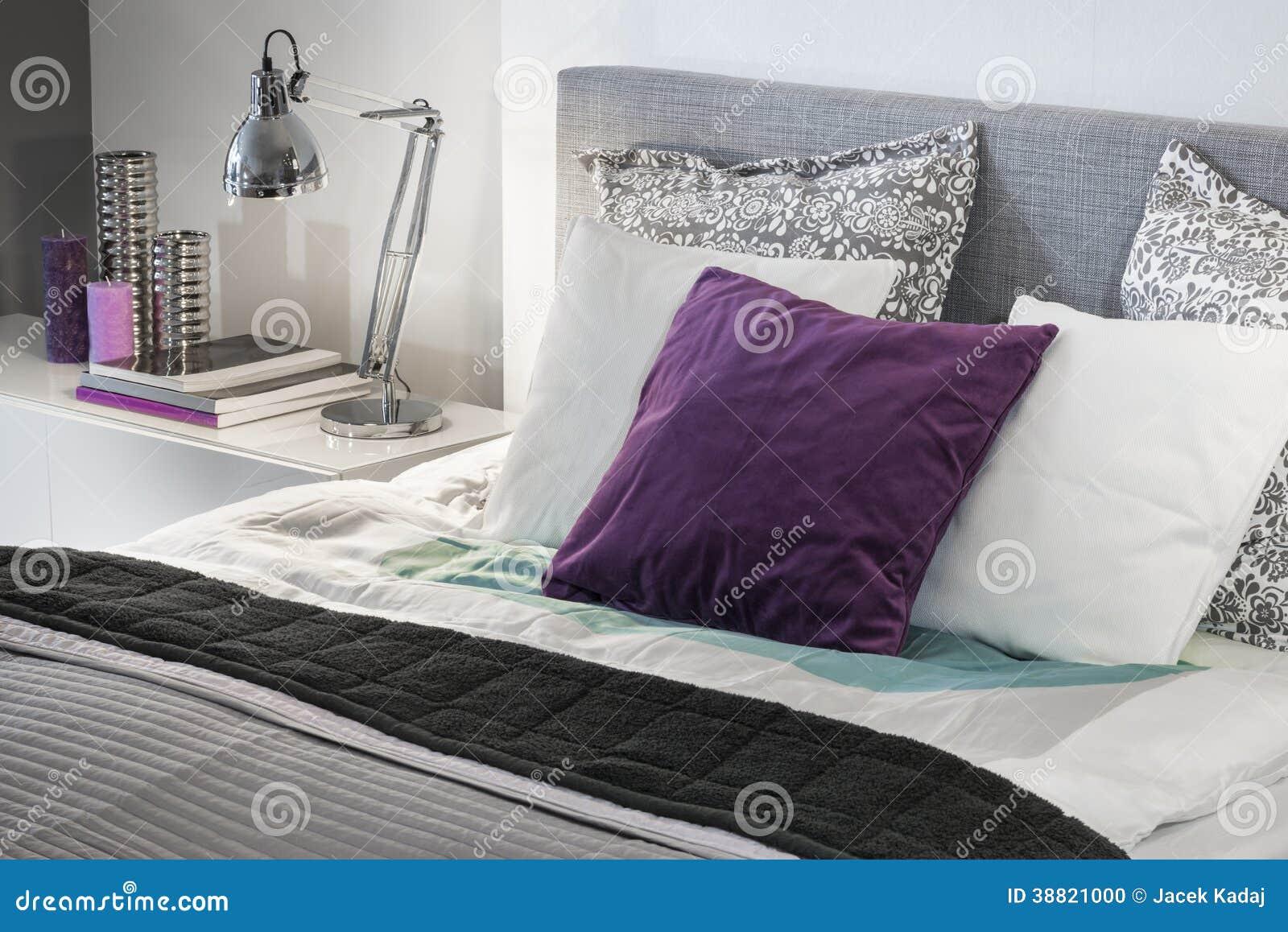 Interior design moderno del dettaglio della camera da for Design moderno del letto