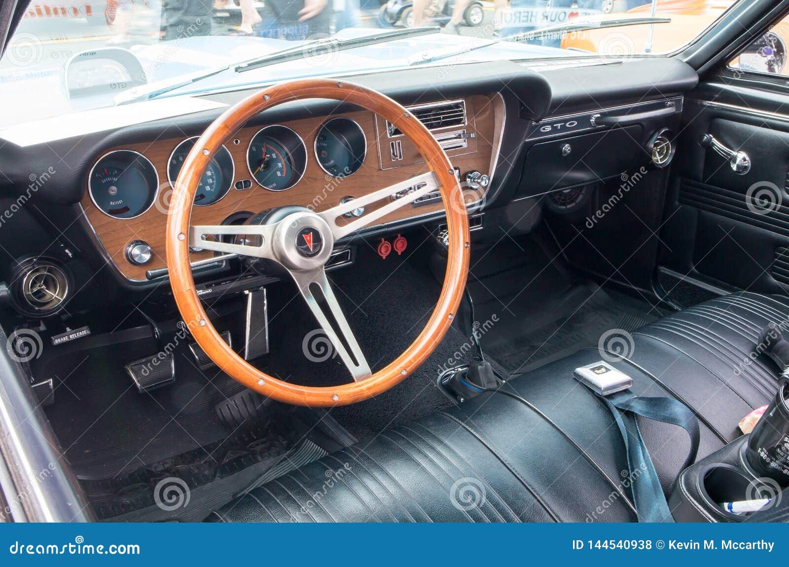 Interior 1967 Do Automovel De Pontiac Gto Foto De Stock Editorial Imagem De Pontiac Automovel 144540938