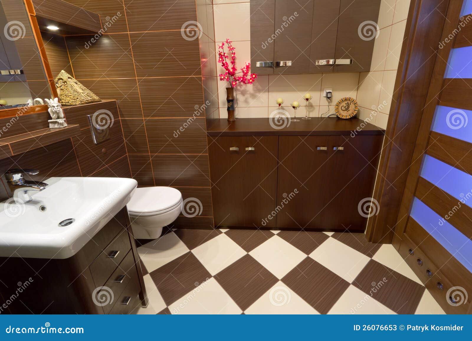 Interior Do Banheiro Com As Telhas Marrons E Bege Fotos de Stock  #2832A3 1300x957 Banheiro Bege E Marrom