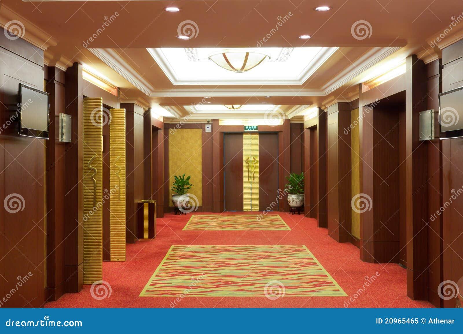 Interior Do Corredor Do Hotel De Luxo Foto de Stock Royalty Free  #3B190C 1300x957 Banheiro De Hotel De Luxo