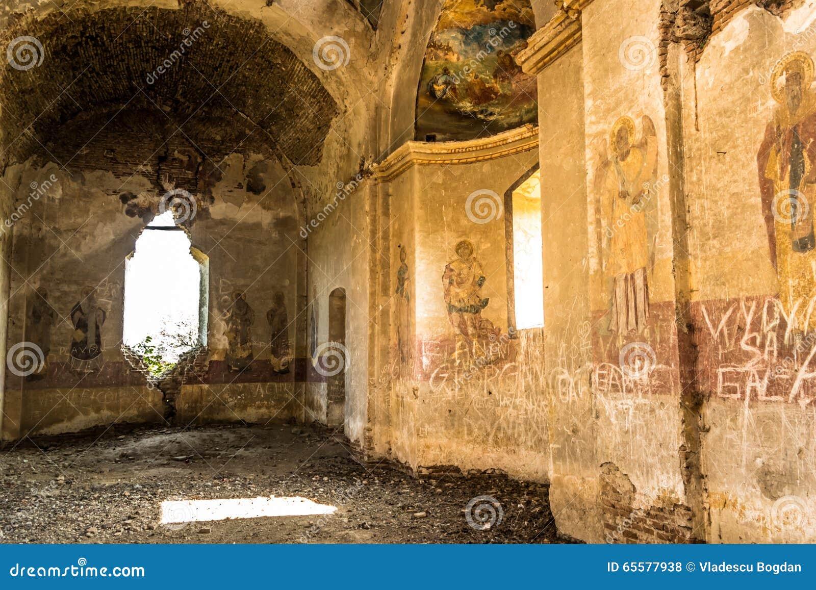 Interior do eremitério de Bellu Barbu