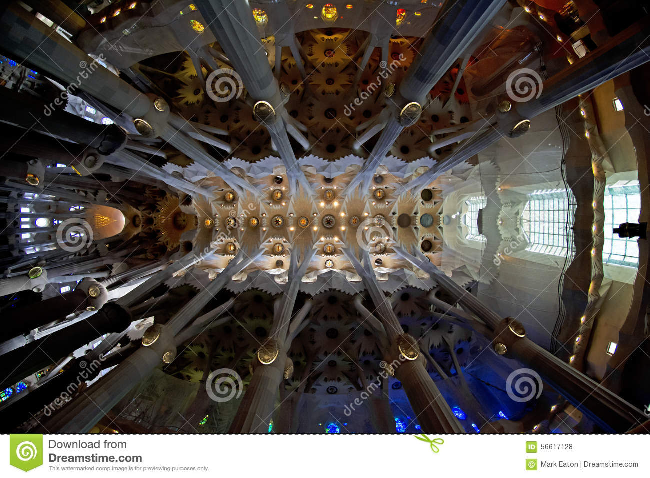 Interior do Sagrada Familia