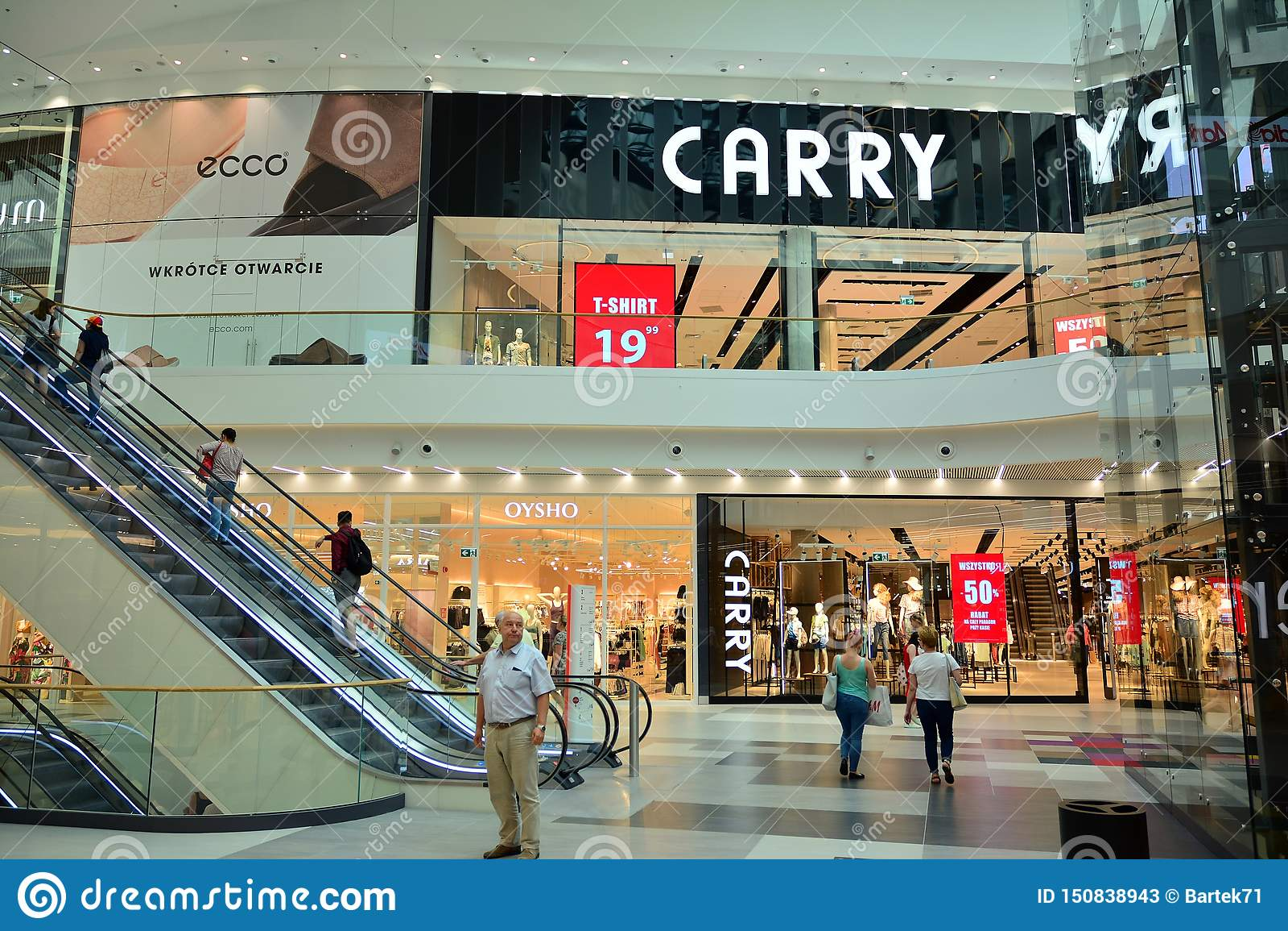 Interior do shopping moderno Galeria Mlociny