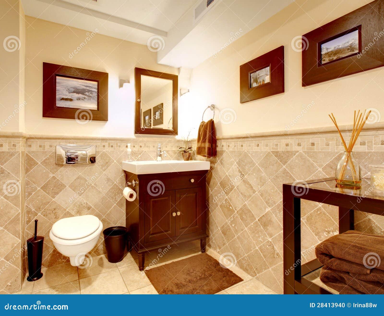 Interior Elegante Clásico Del Cuarto De Baño Casero. Foto de archivo ...