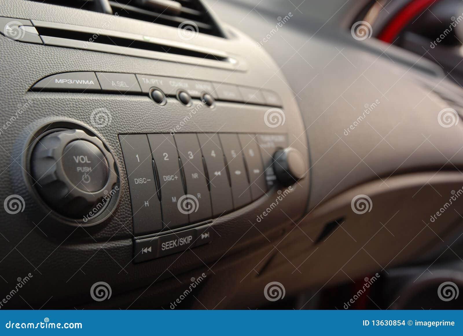 Interior estereofónico do carro