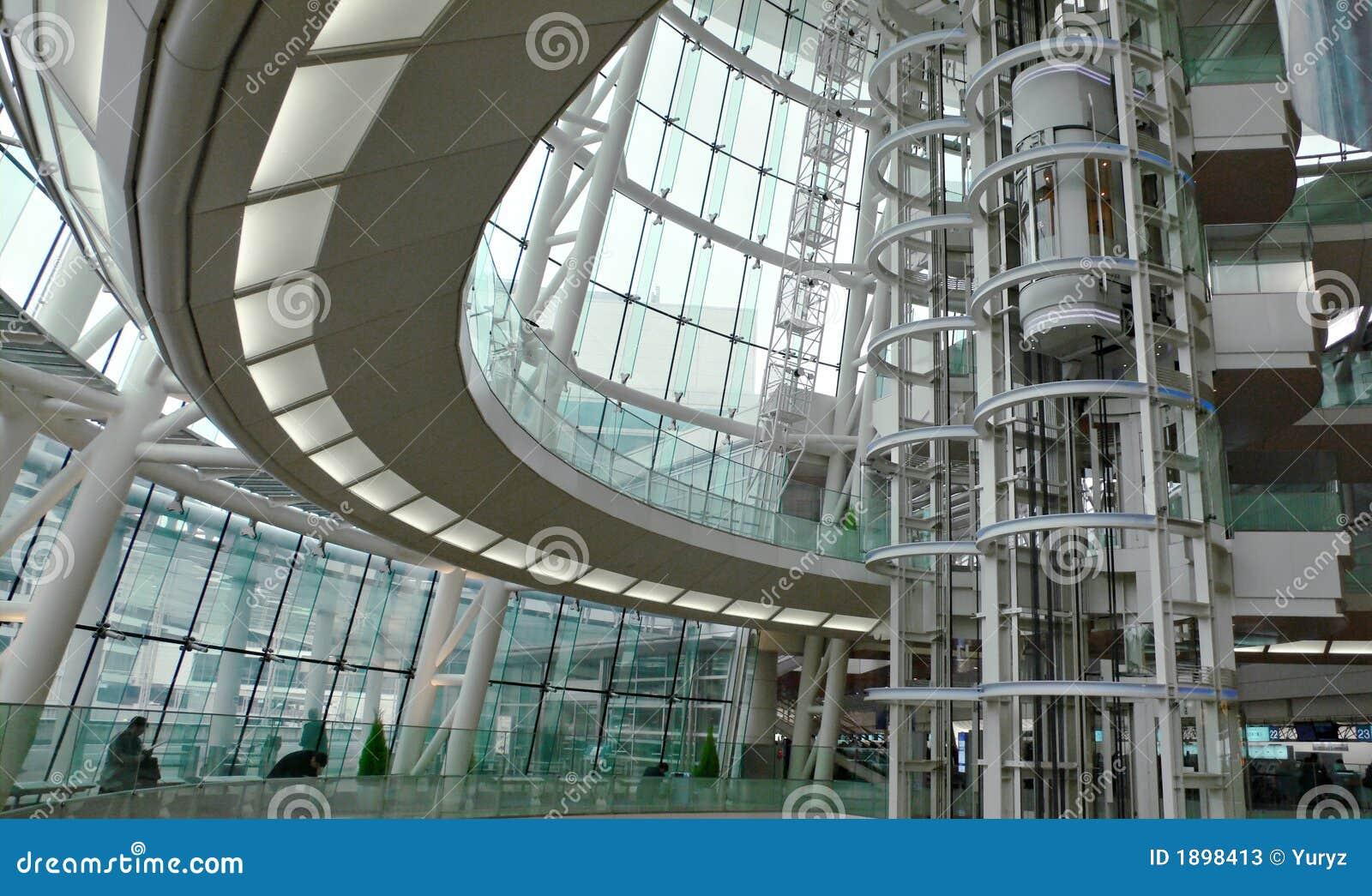 Interior futurista moderno del edificio