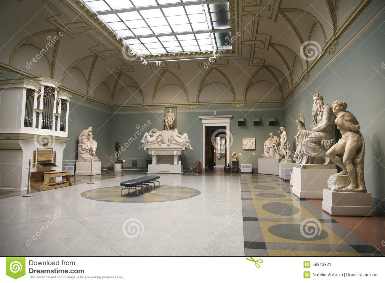 The interior of hall of sculpture michelangelol in the for L interieur inside