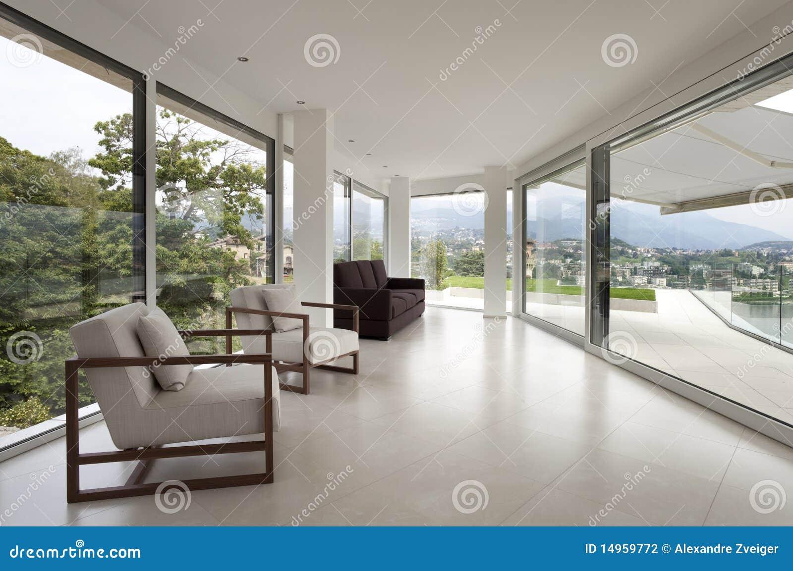 Interior hermoso de una casa moderna foto de archivo for Casa moderna 64