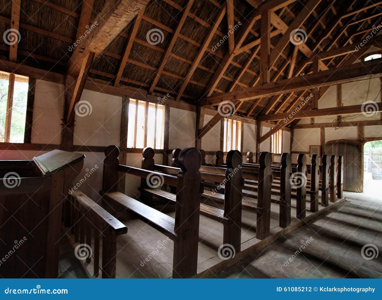Interior histórico da igreja do pagamento de Jamestown