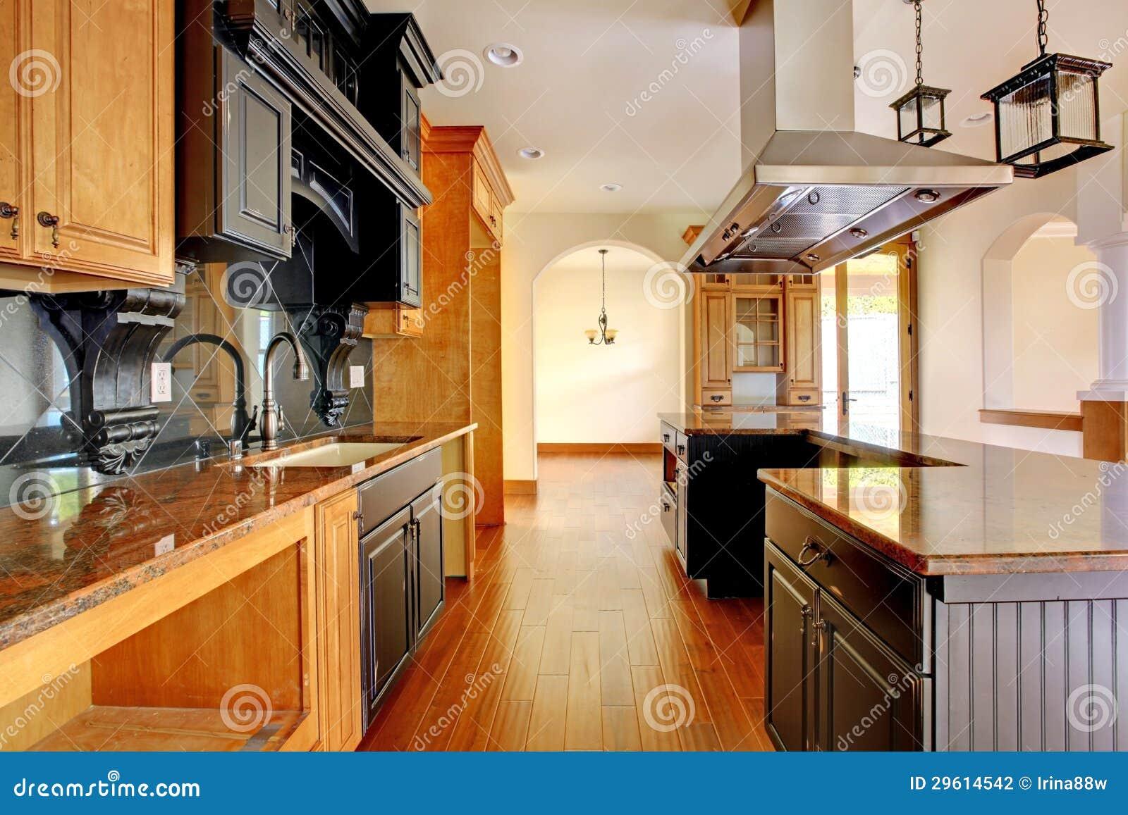 Interior Home Luxuoso Da Construção Nova. Cozinha Com Detalhes  #B34B07 1300 957