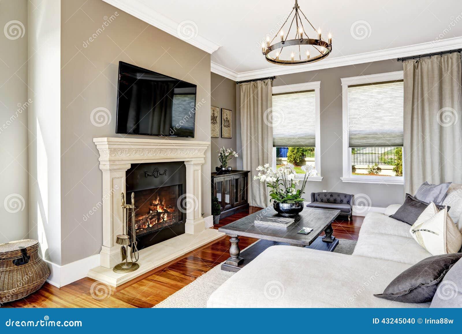 Interior impresionante de la sala de estar en casa de lujo