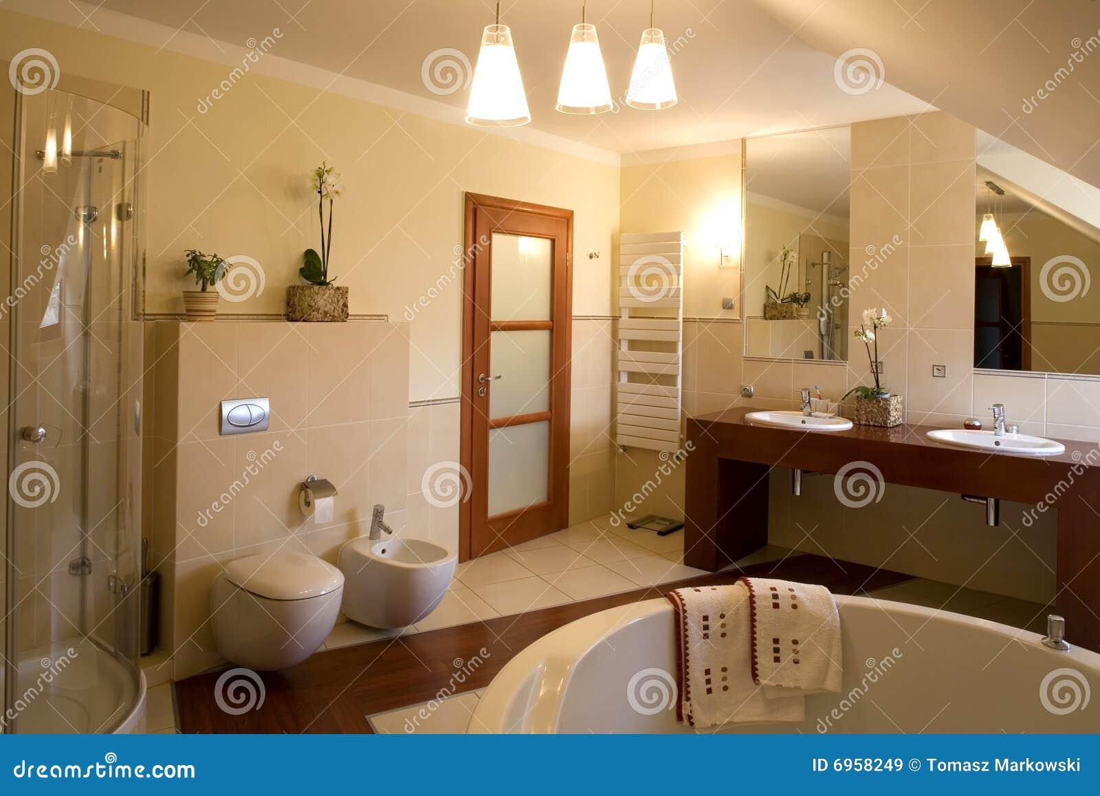 Extractor Cuarto De Baño Interior: de archivo libres de regalías: Interior lujoso del cuarto de baño