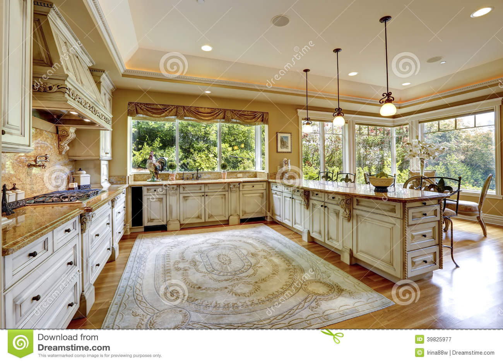 Sala espaçoso da cozinha com combinação do armazenamento do antiqu  #829F2C 1300 957