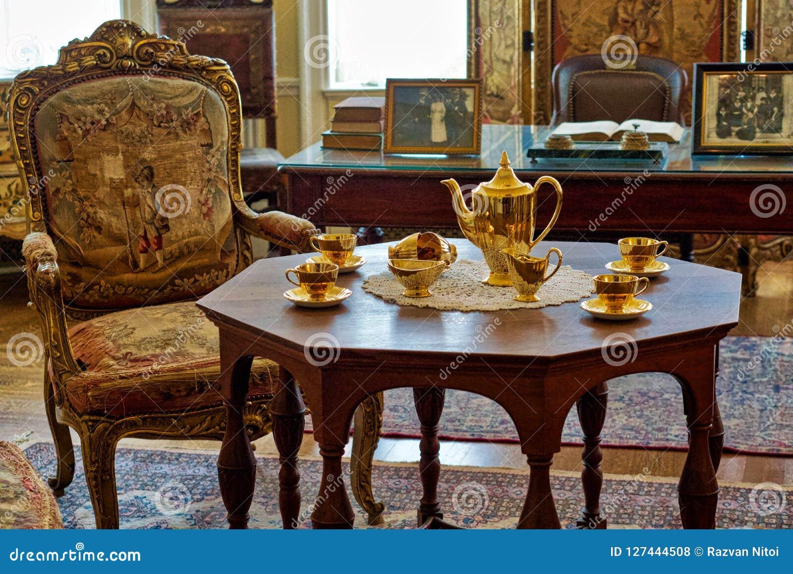 Interior luxuoso elegante do estilo antigo