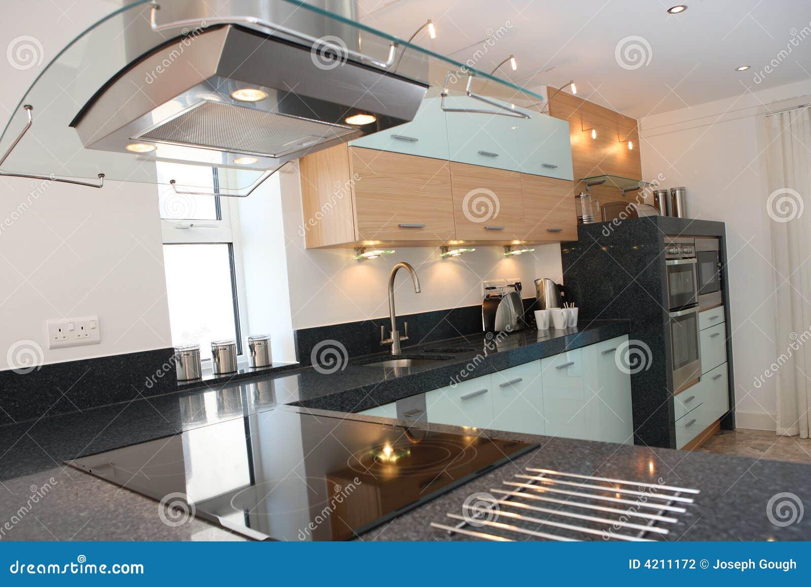 Interior luxuoso moderno da cozinha