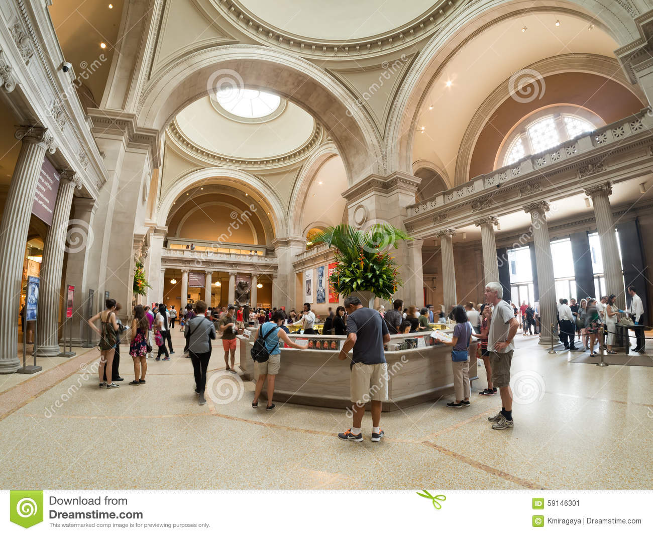 Interior of the metropolitan museum of art in new york for Metropolitan museum of art in new york