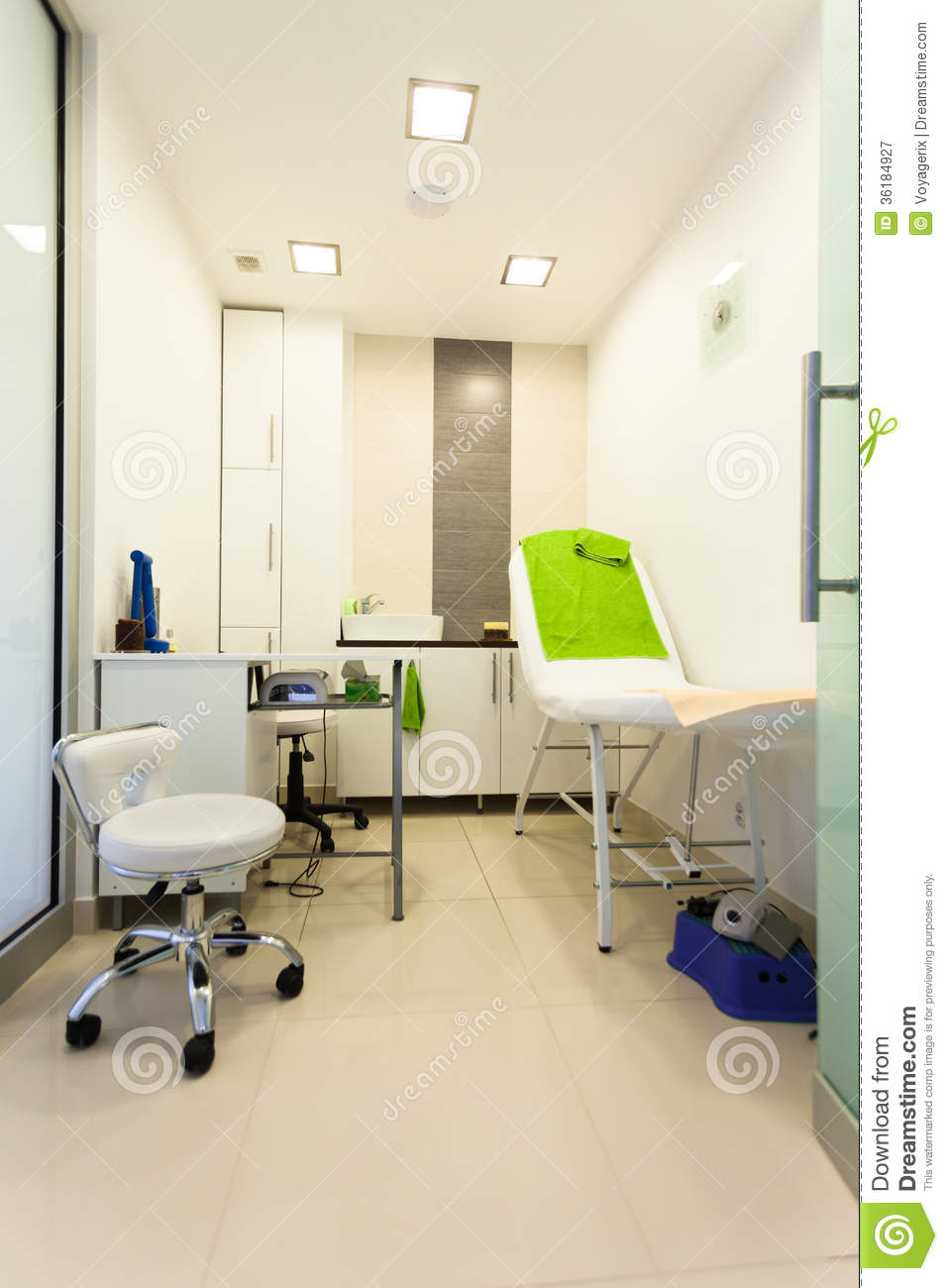 Interior Of Modern Healthy Beauty Spa Salon Treatment Room Stock Image Image Of Parlor Wellbeing 36184927