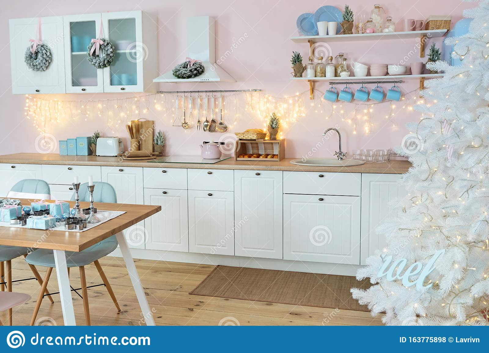 2 098 Christmas Lights Food Kitchen Photos Free Royalty Free Stock Photos From Dreamstime